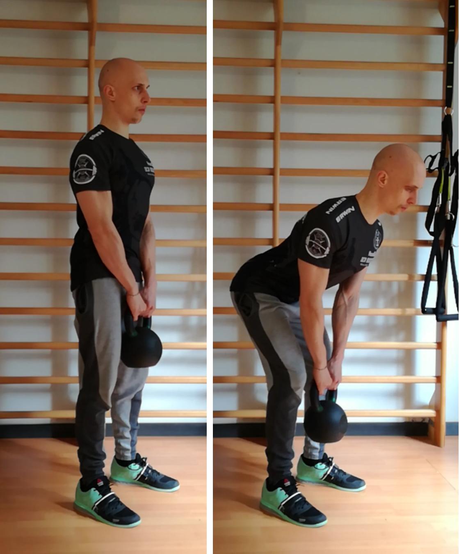 Movimento di hip hinge con kettlebell